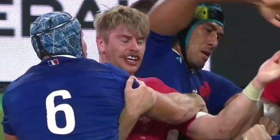 Este violento codazo en la cara le cuesta a Francia su eliminación del Mundial de Rugby