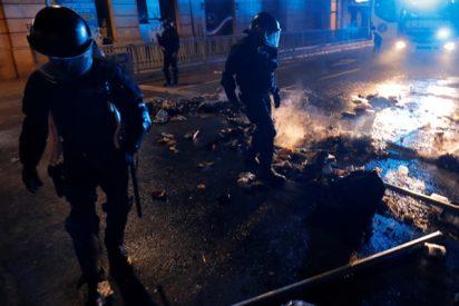 Esto es lo que están sufriendo los Policías en las violentas protestas de Barcelona