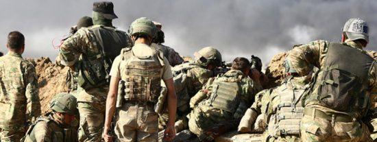 Estos rebeldes sirios involucrados en el operativo de Turquía ejecutan a dos prisioneros kurdos