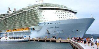 Expulsan de un crucero a una pareja por hacer una peligrosa sesión de fotos en medio del Caribe
