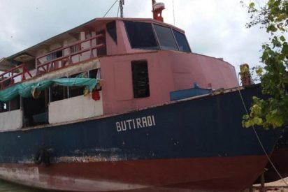 Ferry con un capitán borracho sufre un naufragio y decenas de víctimas mueren de hambre y sed por la demora en el inicio de las tareas de búsqueda