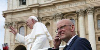 Renuncia el jefe de seguridad del papa por una filtración de información confidencial