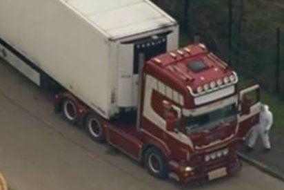 ¡Terrible: Descubren huellas de manos ensangrentadas de las víctimas encerradas en el camión hallado con 39 cuerpos en el Reino Unido