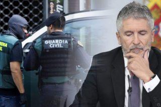 Marlaska ordena a la Guardia Civil evitar el uniforme en los homenajes a las víctimas del COVID-19, mientras Sánchez se da a la fuga a Portugal