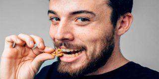 Comer nueces podría ayudar a frenar el aumento del peso asociado a la edad