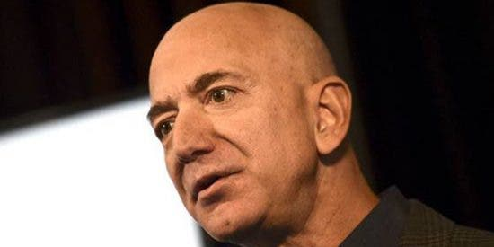 Jeff Bezos, a punto de perder su título como el hombre más rico del mundo al caer las acciones de Amazon un 7 por ciento