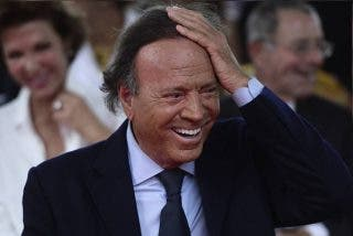 """Pilar Eyre: """"Julio Iglesias hoy estaría en prisión, tuvo una amante de dieciséis años"""""""