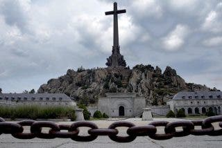El Gobierno de Pedro Sánchez planea echar a los benedictinos del Valle de los Caídos