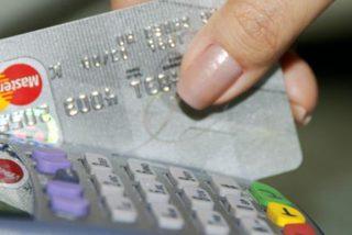 La Guardia Civil alerta sobre este error que casi todos cometemos cuando pagamos con tarjeta