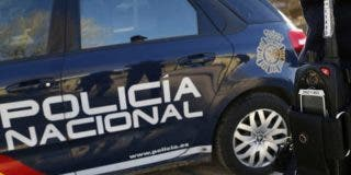 Un hombre utiliza su coche para intentar embestir a dos policías en Las Palmas