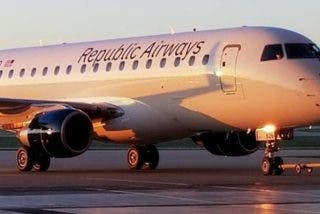 La acalorada discusión entre un piloto y una auxiliar de vuelo termina a golpes