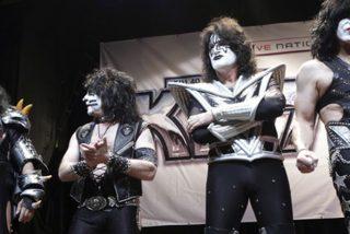 La banda Kiss tocará para una audiencia de tiburones blancos y sólo ocho personas en Australia