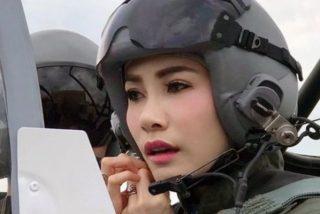 """La caída en desgracia de la bella Sineenat, la concubina del rey de Tailandia que perdió sus títulos por """"deslealtad"""""""