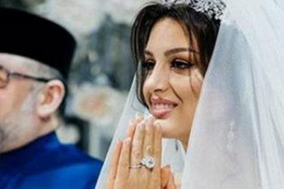 La ex mujer rusa del rey de Malasia pasa por apuros económicos y empeña el anillo de boda para mantener a su hijo
