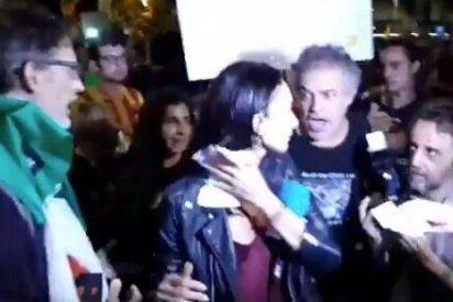 Una reportera de Telecinco y su camarógrafo, agredidos por los 'indepes' en la manifestación separatista de Barcelona