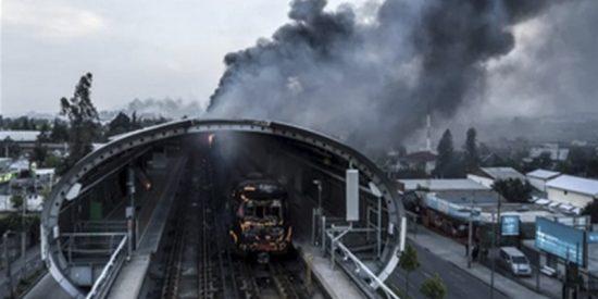 La reconstrucción del metro de Santiago de Chile, costará unos 300 millones de dólares tras ser convertido en cenizas por los violentos