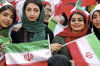 Las mujeres iraníes consiguen entrar por primera vez desde 1979 a un estadio de fútbol