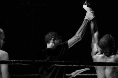 ¡Terrible!: Lee Mitchell, ex campeón de boxeo da una paliza a su novia delante de su hija
