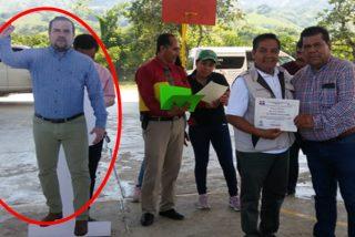 'Lo más patético del mundo': Este alcalde mexicano se hace un doble 'de cartón' para no asistir a actos públicos y salir en la foto