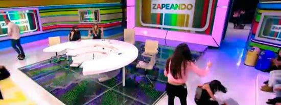 Lorena Castell vuelve a dar un susto de muerte en 'Zapeando' tras darse de bruces contra el suelo