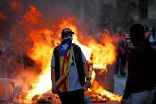 Así actúan los fanáticos golpistas en Cataluña: cócteles molotov a 130 grados para derretir los trajes de los policías y quemarlos vivos