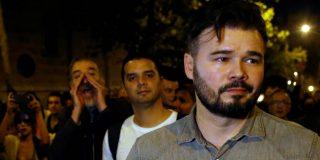 Esta es la cara que se le queda al 'indepe' Rufián cuando los 'indepes' de la manifestación de Barcelona lo expulsan al grito de 'botifler'