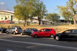 Algunos vecinos del Wanda 'ganan una pasta' con las plazas para aparcar en la calle