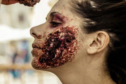Medicos confunden el maquillaje 'zombi' demasiado realista de una mujer con una grave emergencia
