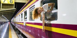 Milagro en el metro: Una mujer cae a las vías y los pasajeros logran frenar el tren 'in extremis'