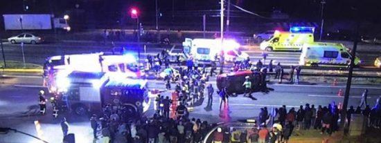Momento en que un coche atropella a un grupo de manifestantes en Chile dejando 2 muertos y 9 heridos graves