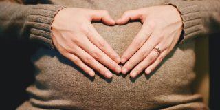 Mujer queda embarazada de su 22.º hijo después de haber prometido no tener más