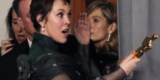 Olivia Colman confiesa que su marido robó un objeto de la residencia de Isabel II