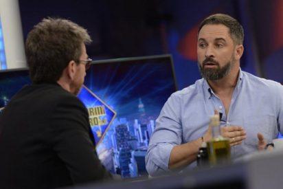 Un agüevado Pablo Motos se licúa para justificar haber invitado a Santiago Abascal a 'El Hormiguero'... y este le corrige nada más entrar
