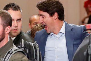 Pillan a Trudeau con un chaleco antibalas puesto durante un mitin tras reportes de amenazas a la seguridad
