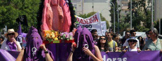 El juez absuelve a las acusadas por la procesión de la vagina de plástico en Sevilla
