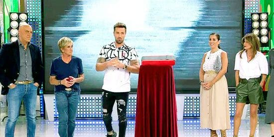 """Rafa Mora debuta como presentador de 'Sálvame' y los espectadores """"cambian de canal"""""""
