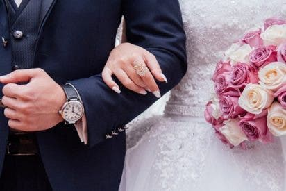 Las fotos de una boda desvelan una infidelidad: Está besando a un hombre, pero no es su esposo
