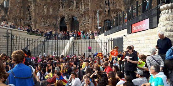 Los independentistas bloquean el acceso a la Sagrada Familia