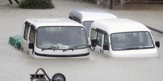 Tifón Hagibis sobre Japón: Coches arrastrados por vientos y estragos materiales tras su avance