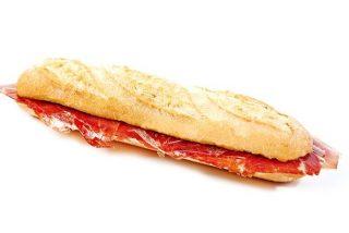 Muere una adolescente en el instituto al atragantarse cuando comía un bocadillo de jamón durante el recreo