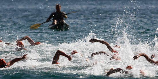 Un británico muere ahogado ante su familia mientras participaba en un triatlón en Mallorca