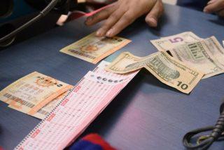 Un estafador que cobró millones en la lotería con un boleto falso se enfrenta ahora a la justicia una década más tarde