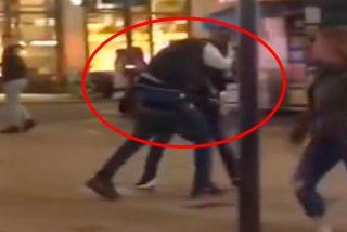 """Un hombre """"azota a la gente con el cinturón y trata de robar a los turistas"""""""