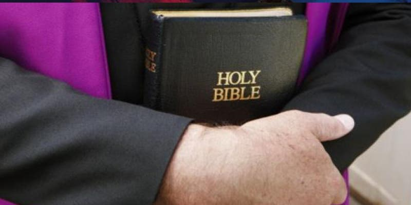 Un sacerdote 'pecador y algo salidillo' envía por error una imagen pornográfica a un grupo de Whatsapp con los padres de sus alumnos