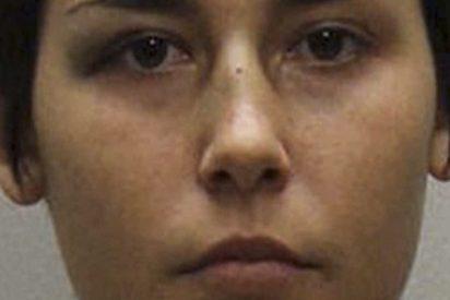 Una madre despierta en su casa y descubre a esta intrusa a punto de bañar a su hijo de dos años