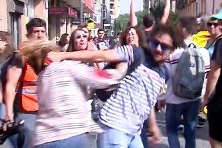 La Policía Nacional humilla a los Mossos: detiene al agresor de la mujer que portaba la bandera de España