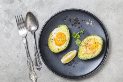 Aguacates rellenos con huevos