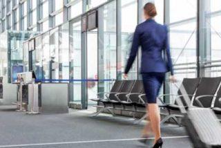 Pillan a azafata teniendo sexo con pasajeros en pleno vuelo