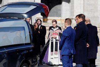 Vivas a España y a Franco de la familia en el recinto del Valle de los Caídos