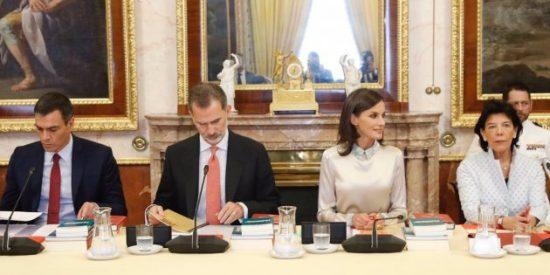 Otro tenso encontronazo entre Doña Letizia, el Rey Felipe y Pedro Sánchez incendia el PSOE y la campaña del 10-N